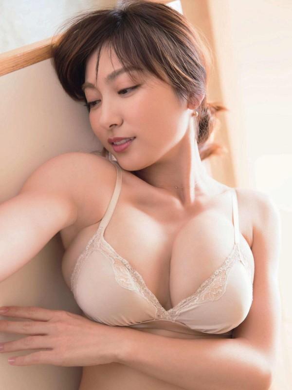 伝説グラドル熊田曜子(34)母乳Jカップ乳が膨らみ過ぎてありえないデカさにwww 表紙