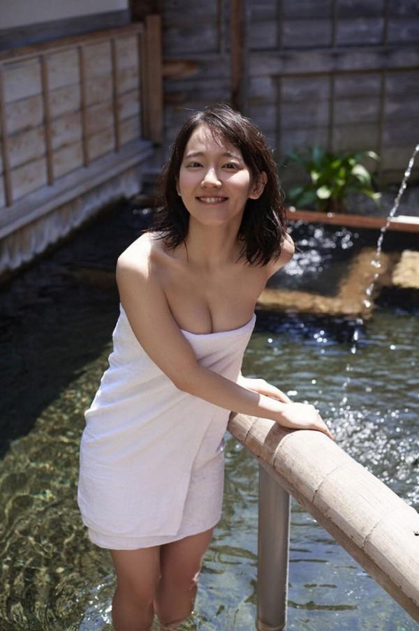 吉岡里帆、男にのせられ人前で脱衣ヌードを披露